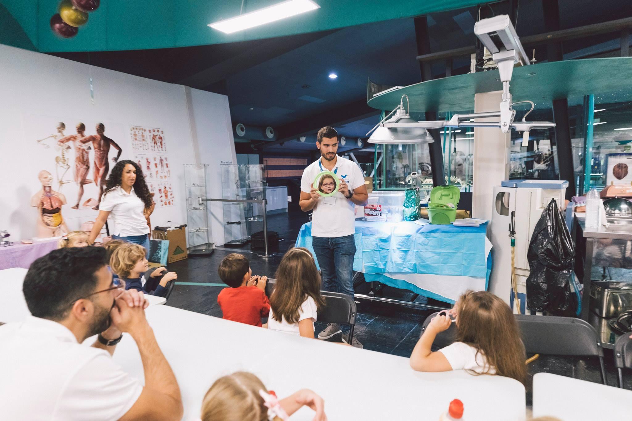 """Taller """"El peligro de las etiquetas"""" para Fundación Disa en Gran Canaria y Tenerife dentro del programa """"Escuela de familias"""""""
