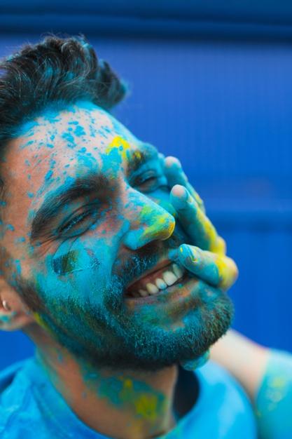Polvo holi de colores para fiestas en Gran Canaria